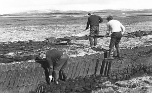 peat_cutting_on_islay_small